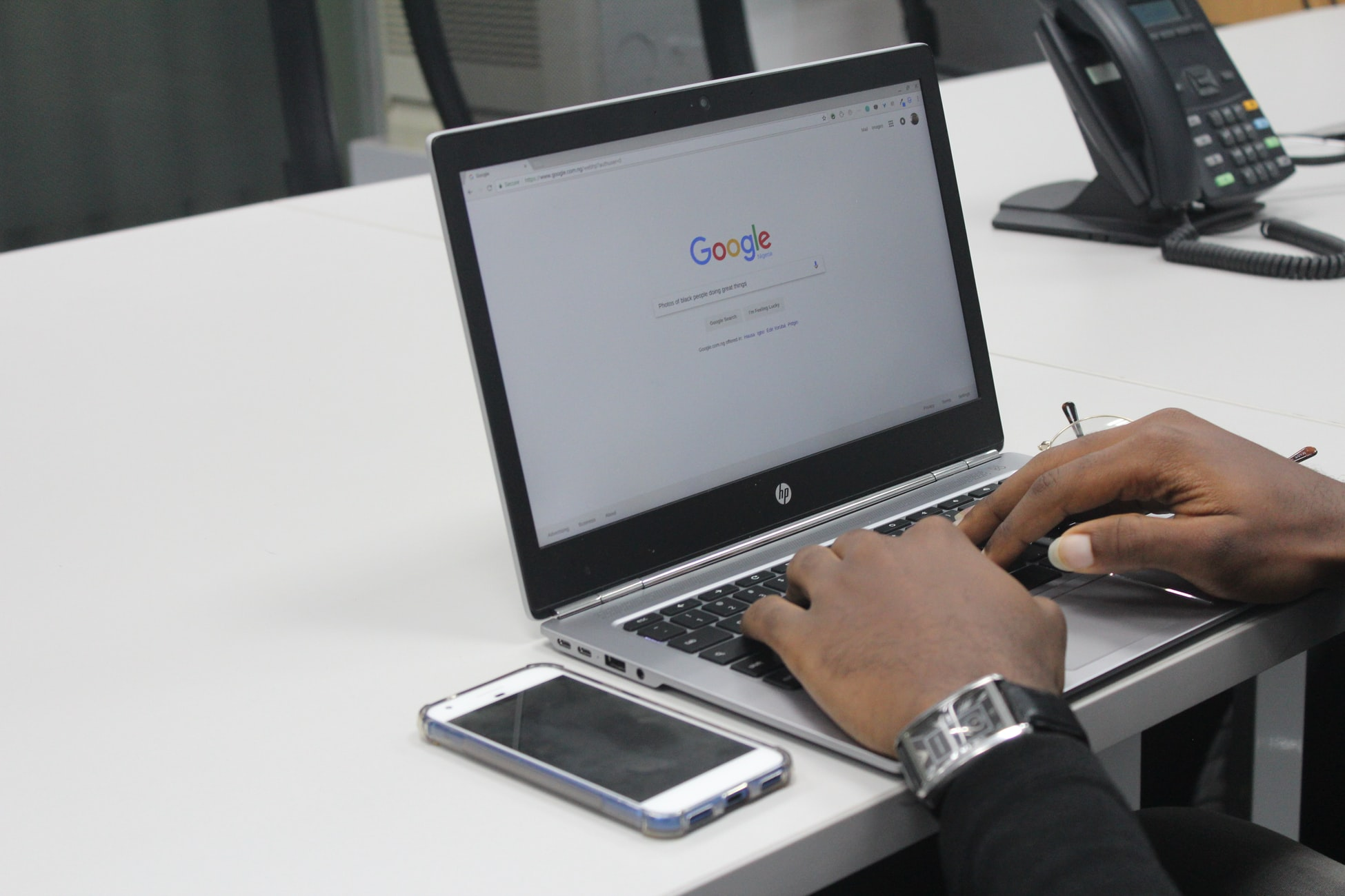 Person searching on Google.